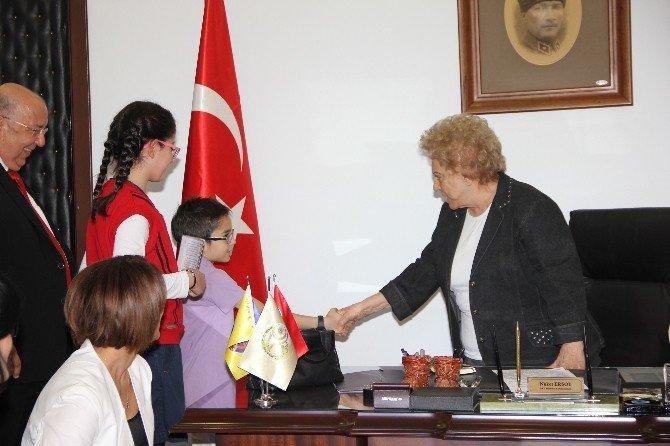 GKV'li Öğrenciler, Mütevelli Kurulu Başkanı Ersoy'u Ziyaret Etti