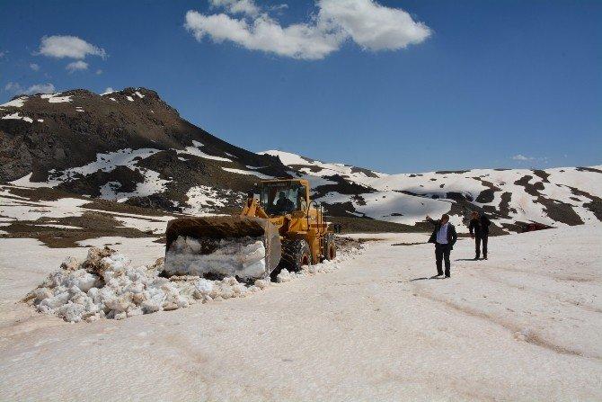 Hakkari'de 2 Bin 750 Rakımdaki Şebeke Arızası Kenti Susuz Bıraktı