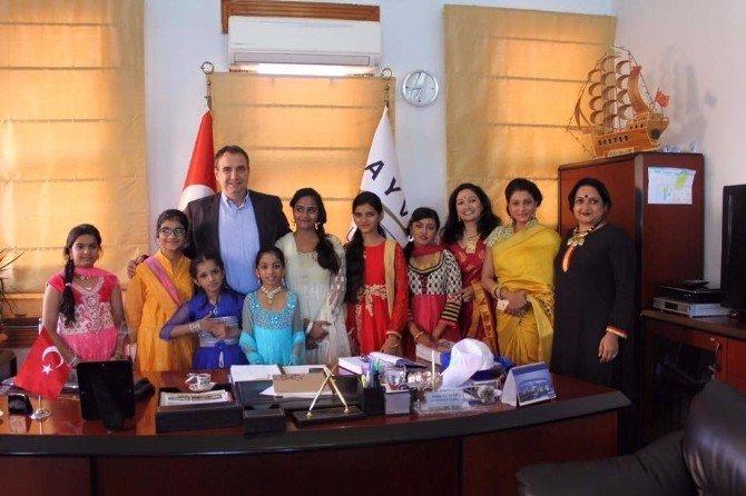 Ayvalık'ta Hindistan Halk Dansları Topluluğundan Protokol Ziyaretleri