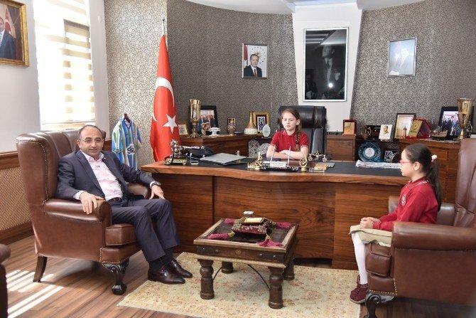 Kartepe Belediyesi Başkanlık Koltuğu Minik Ebru'ya Emanet
