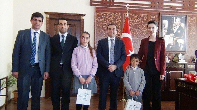 Erciş Kaymakamı Mehmet Şirin Yaşar Makam Koltuğunu Çocuklara Bıraktı