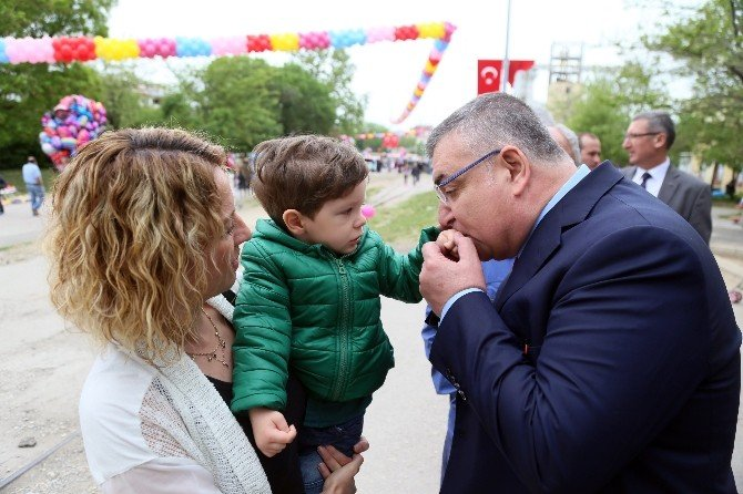 Kırklareli Belediye Başkanı Kesimoğlu'nun Çocuk Sevgisi