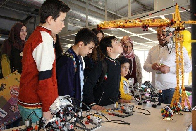 Akıllı Robotlar Festivalde Çocukları Bekliyor