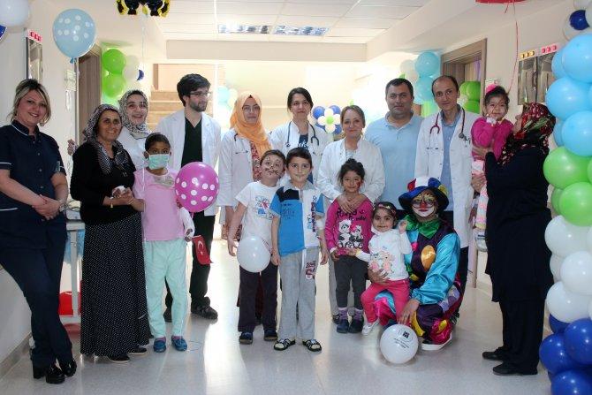 Meram Tıp Fakültesi'nde tedavi gören çocuklar bayramlarını kutladı