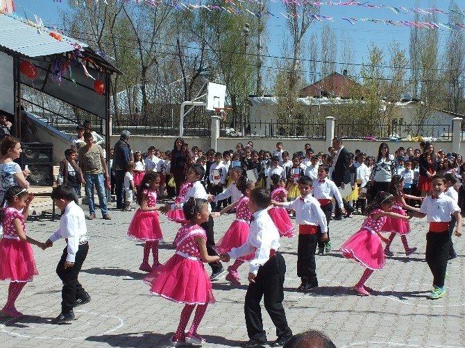Malazgirt'te 23 Nisan Kutulama Etkinliği