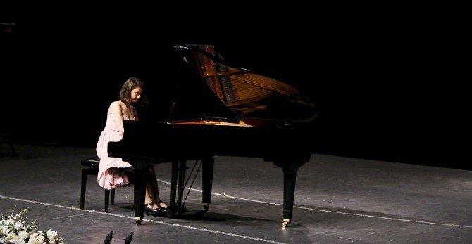 Genç Piyanistten Klasik Müzik Ziyafeti