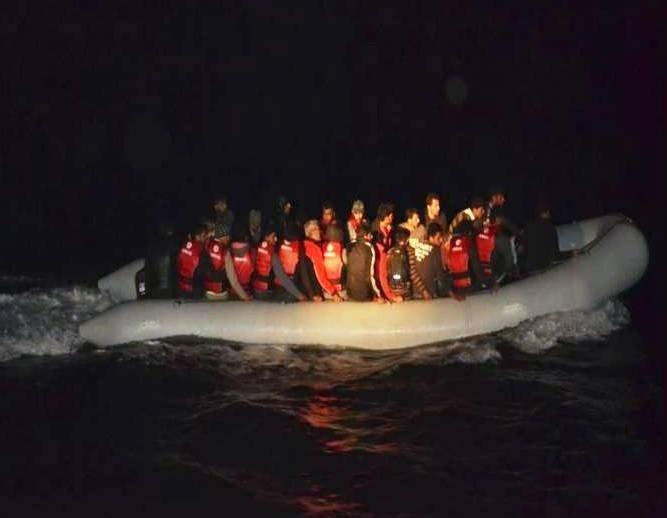 Tekne Motoru Bozulan Kaçakların İmdadına Sahil Güvenlik Yetişti