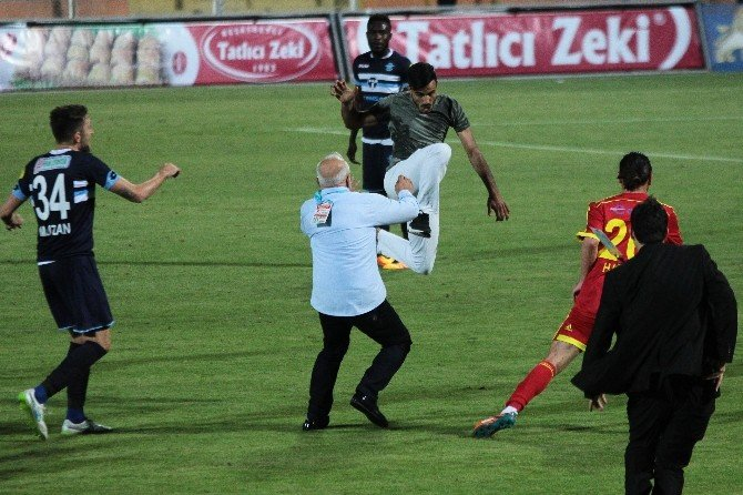 Adana Demirspor-alima Yeni Malatyaspor Maçının Ardından Saha Karıştı