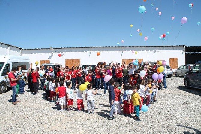 Si-der'den Down Sendromlu Çocuklara 23 Nisan Sürprizi