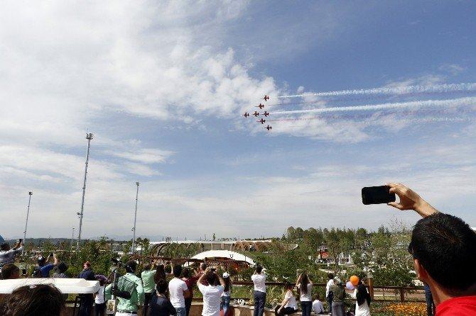 """Sesten Hızlı Uçabilen """"Türk Yıldızları"""" Mehter Marşı'yla Coşturdu"""