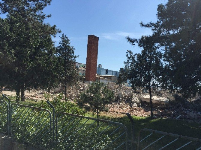 Türkiye'nin İlk Sentetik İplik Fabrikası Yıkılıyor