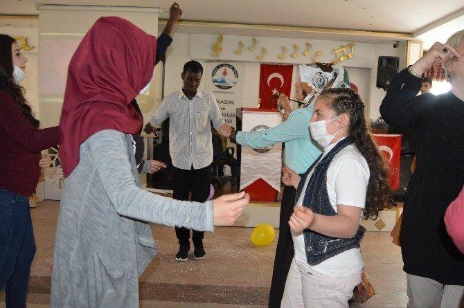 Talasemi Ve Lösemi Hastası Çocuklar 23 Nisan'ı Ankara Havası Oynayarak Kutladı