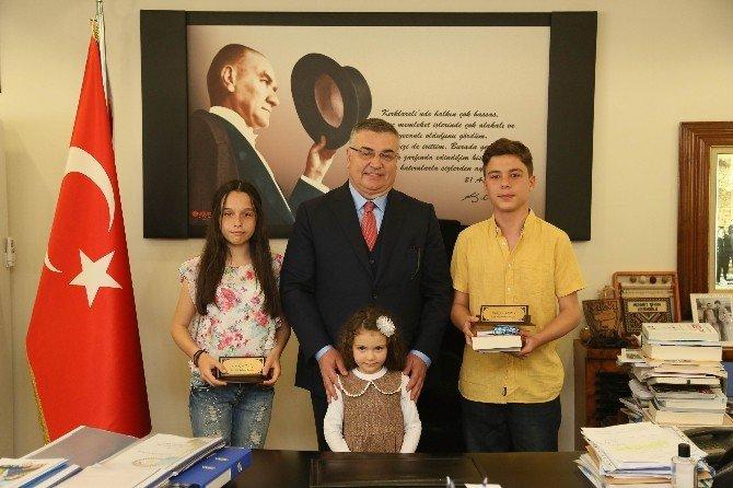 Kırklareli Belediye Başkanı Kesimoğlu, Makam Koltuğunu Çocuklara Bıraktı