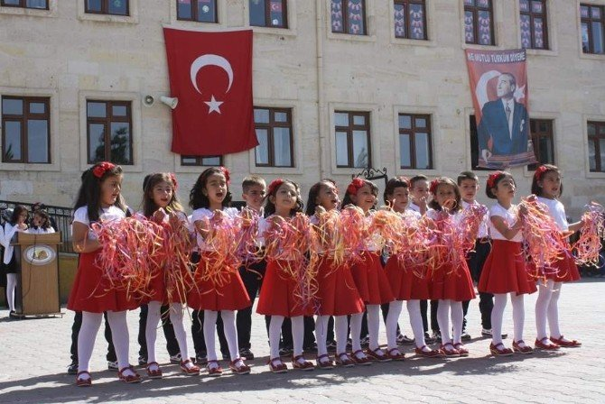 Uçhisar'da, 23 Nisan Ulusal Egemenlik Ve Çocuk Bayramı Coşkuyla Kutlandı