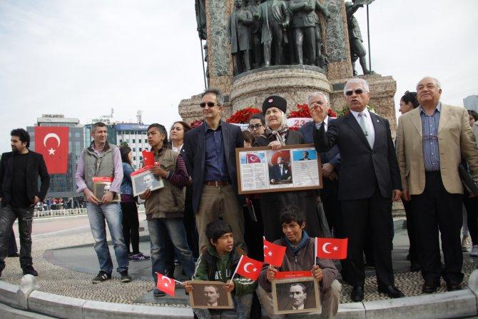 Taksim'de miniklerin 23 Nisan sevinci