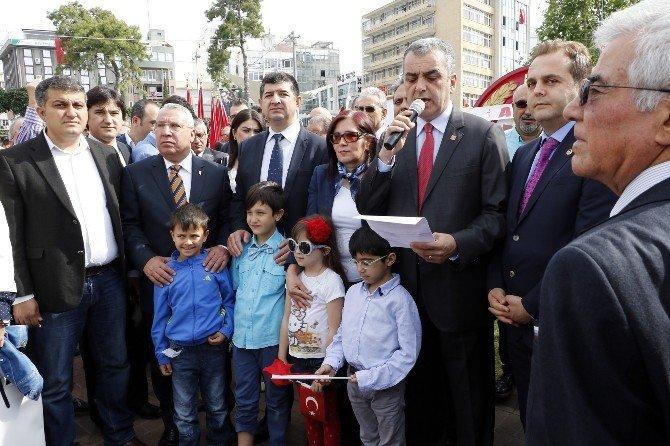 23 Nisan Ulusal Egemenlik Ve Çocuk Bayramı'nda Ata'ya Çelenk Sunuldu