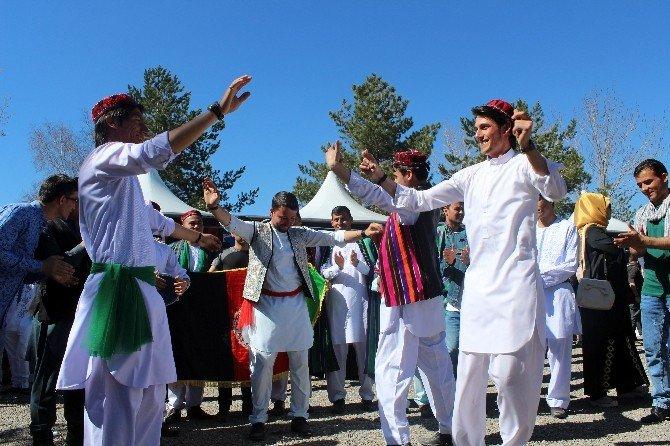 49 Ülkeden 2 Bin Öğrenci Erzurum'da Kardeşliği Yaşadı