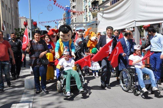 Uşak Belediyesinden Çocuklara Festivalli 23 Nisan Hediyesi