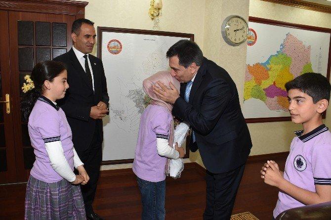 Şanlıurfa Valisi Koltuğunu Çocuklara Devretti