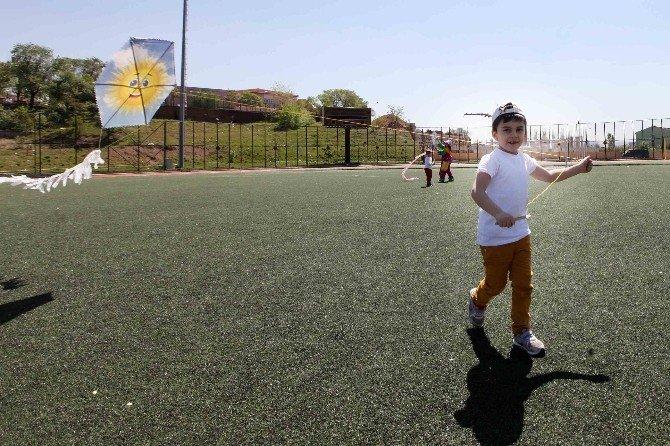 Minikler Karada, Uçurtmalar Havada 23 Nisan'ı Kutladı