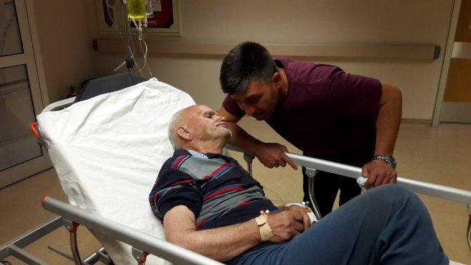 Alzheimer hastası yaşlı adam 2 gün boyunca ot yiyerek hayata tutunmuş