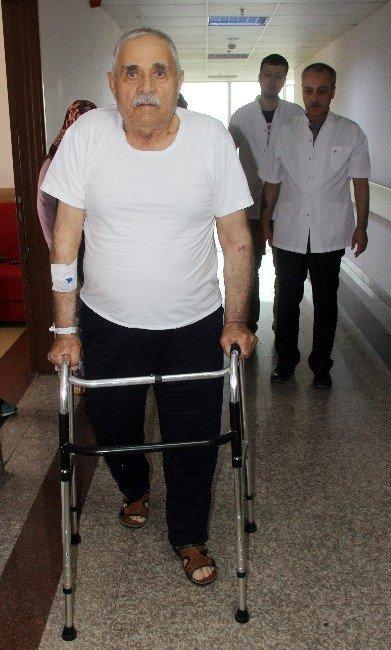 Yatalak Geldiği Hastaneden Yürüyerek Çıktı