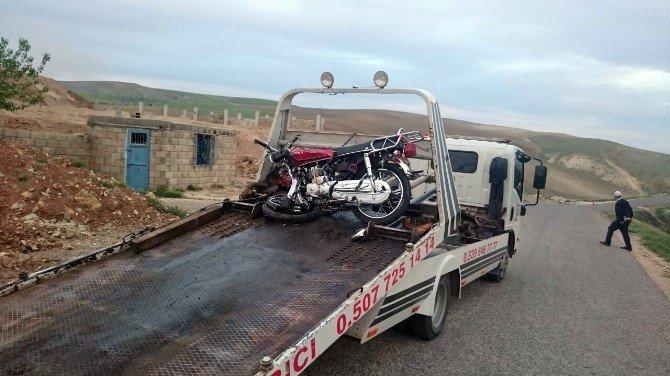 Motosiklet İle Otomobil Çarpıştı: 1 Ölü