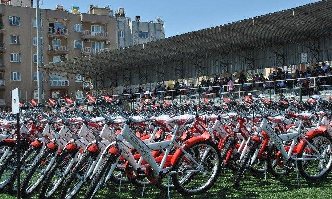 Aydın'da Gençlere 623 Bisiklet Dağıtıldı