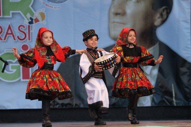 Barış İçin Dans Ettiler