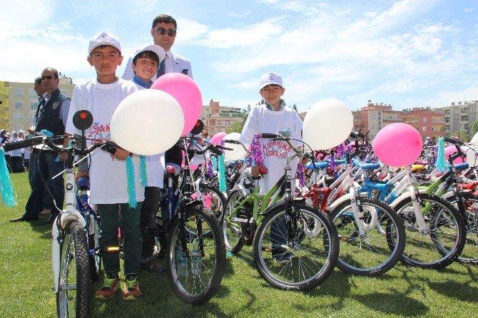 Batman'da Başarılı Öğrencilere Bisiklet Dağıtıldı