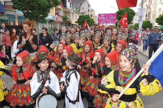 Gaziemir Sokaklarında Karnaval Havası