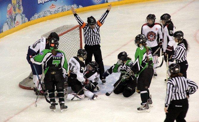Kadınlar Ligi Şampiyonu Buz Korsanları Oldu