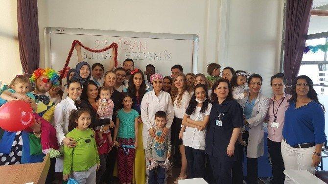 Çocuk Hastalar 23 Nisan'ın Tadını Çıkardı