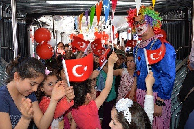 Çocuklar, Trambüsle Şehir Turu Yaptı