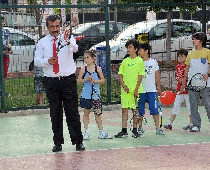 Başkan Çetin Çocuklarla Tenis Oynadı