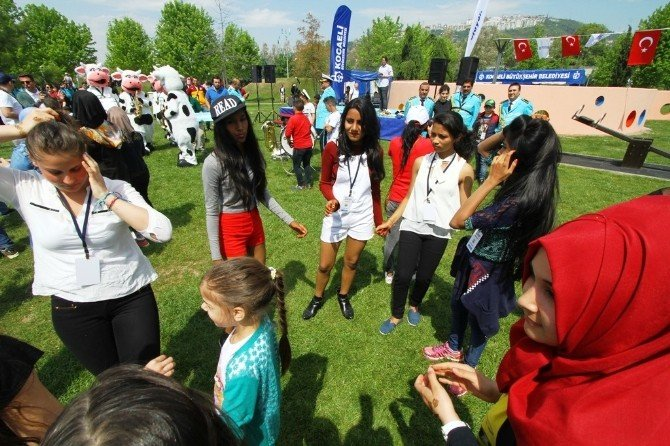 Yabancı Öğrenciler Horon Tepti, Dünyaya Barış Mesajı Verdi