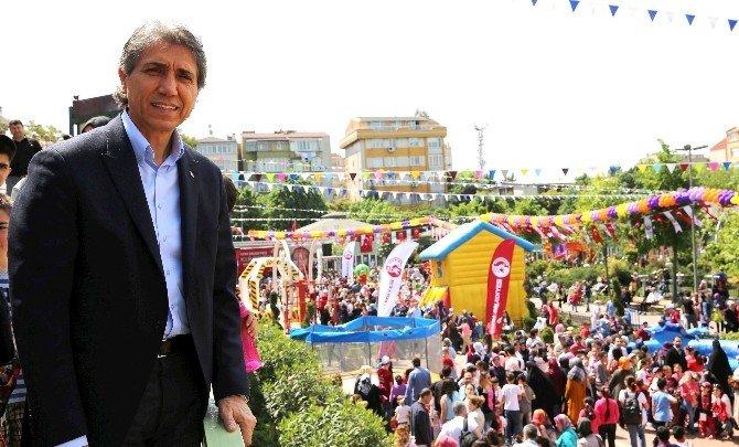 Bilgi Evleri Çocuk Şenliğinde Binlerce Çocuk Doyasıya Eğlendi