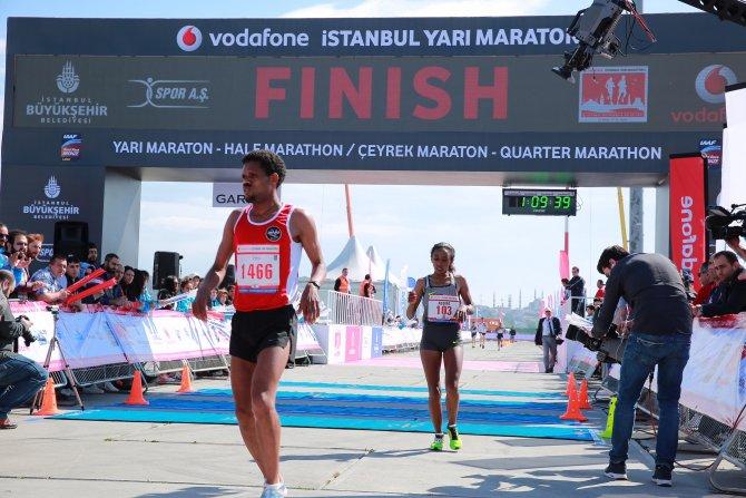 Vodafone İstanbul Yarı Maratonu'nu milli atlet Ali Kaya kazandı