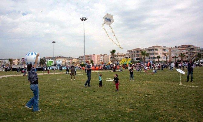 Aliağa'da Uçurtmalar Çocukların Ellerinde Havalandı
