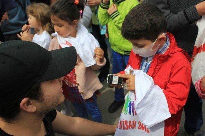 Kanser Tedavisi Gören Çocuklara Rengarenk Moral