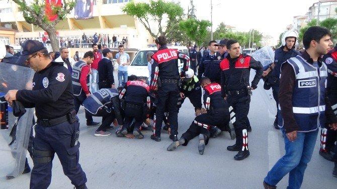 Maçtaki Taraftar Kavgasını Polis Önledi