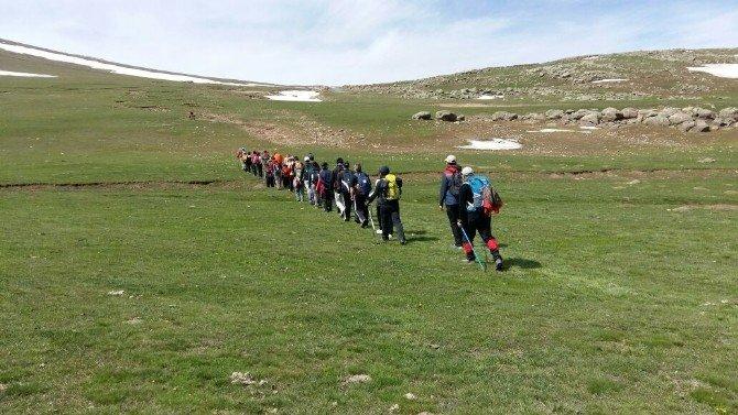 Karslı Dağcılar Digor Dumanlı Dağı'na Tırmandı