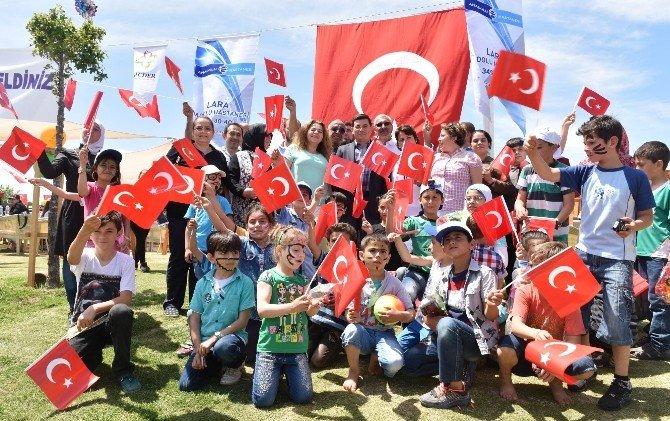 Tütüncü 23 Nisan'ı Çocuklarla Birlikte Kutladı