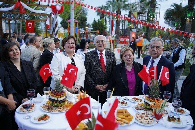 Konak'ta 23 Nisan'a Görkemli Kutlama