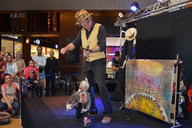 Kayseri Forum 23 Nisan'da Çocukları Kukla İle Eğlendirdi