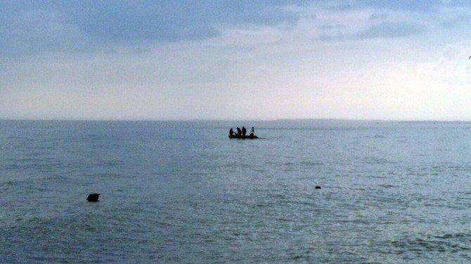 Kumburgaz Açıklarında Bir Teknenin Alabora Olduğu İddia Edildi
