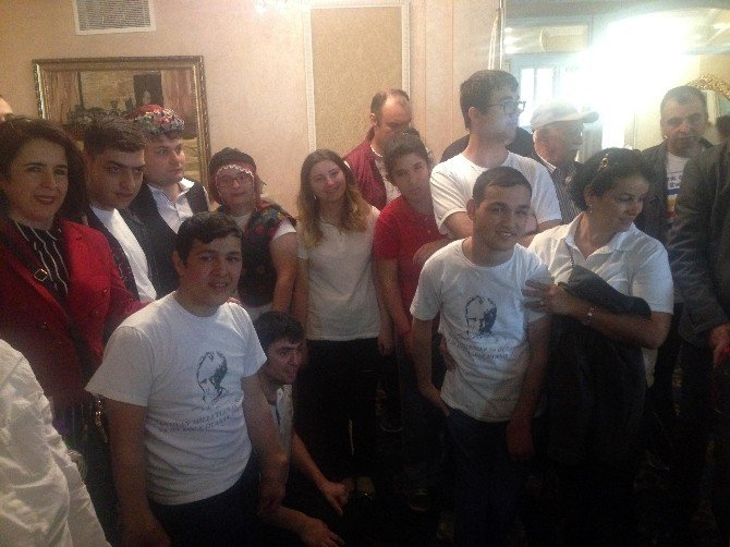 Engelli Minikler Vosvoslarla Şehir Turu Attı
