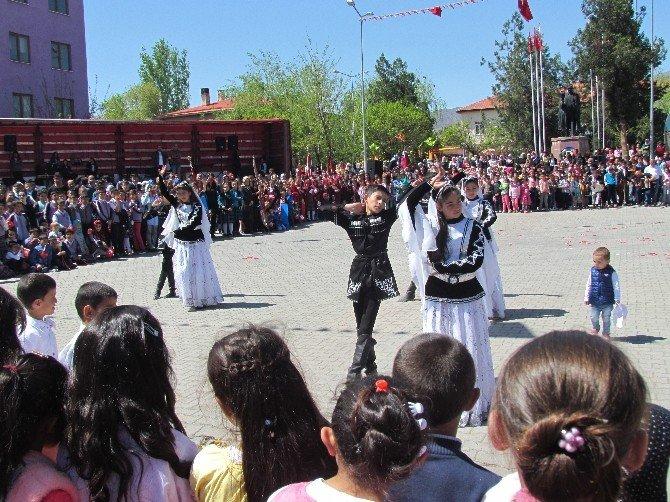 Tuzluca'da 23 Nisan Ulusal Egemenlik Ve Çocuk Bayramı Çeşitli Etkinliklerle Kutlandı