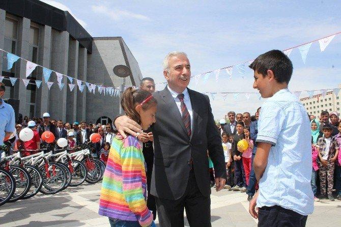 Malatya'da Öğrencilere 500 Adet Bisiklet Dağıtıldı