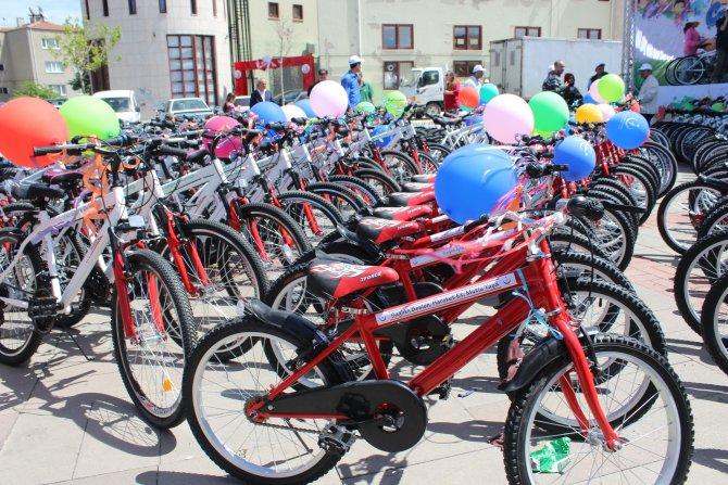 Uşak'ta bisiklet dağıtımı yapıldı